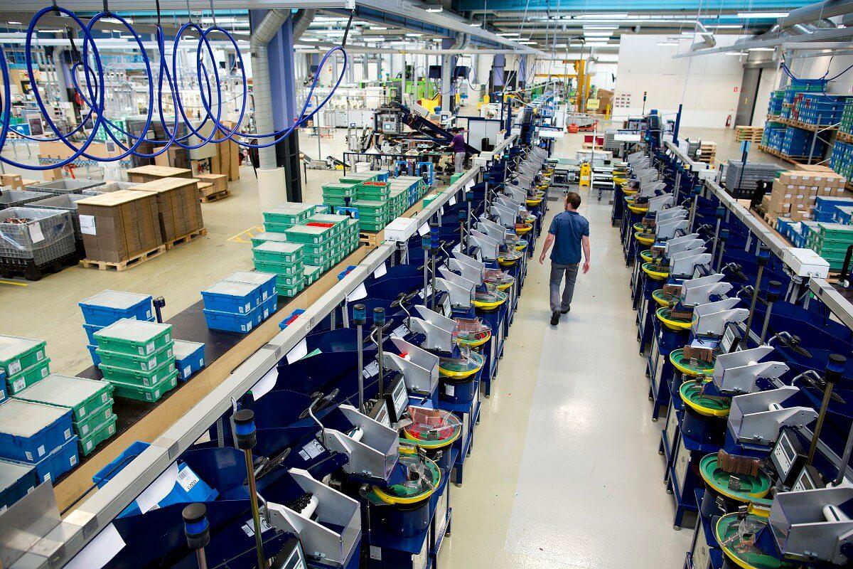 Bên trong công xưởng của những giấc mơ - Nhà máy sản xuất thông minh của Lego